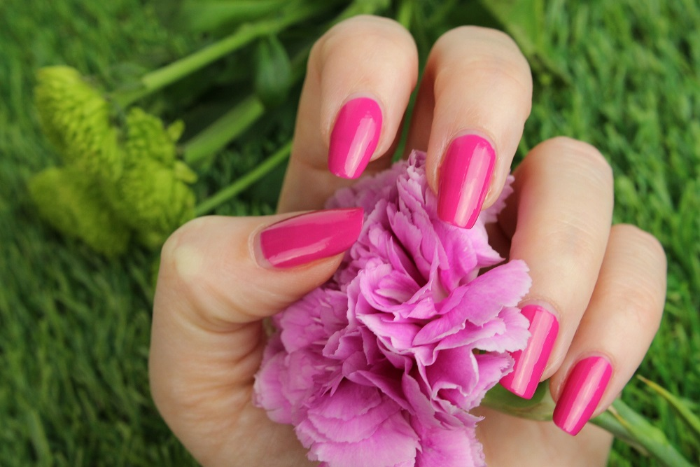just cosmetics, gelicious nail polish, review, be a diva, swatches, tragebilder, nagellack, nails, drogerie, budni, gel look, plumping effect, breiter pinsel, günstiger nagellack, glanz, finish, cremelack