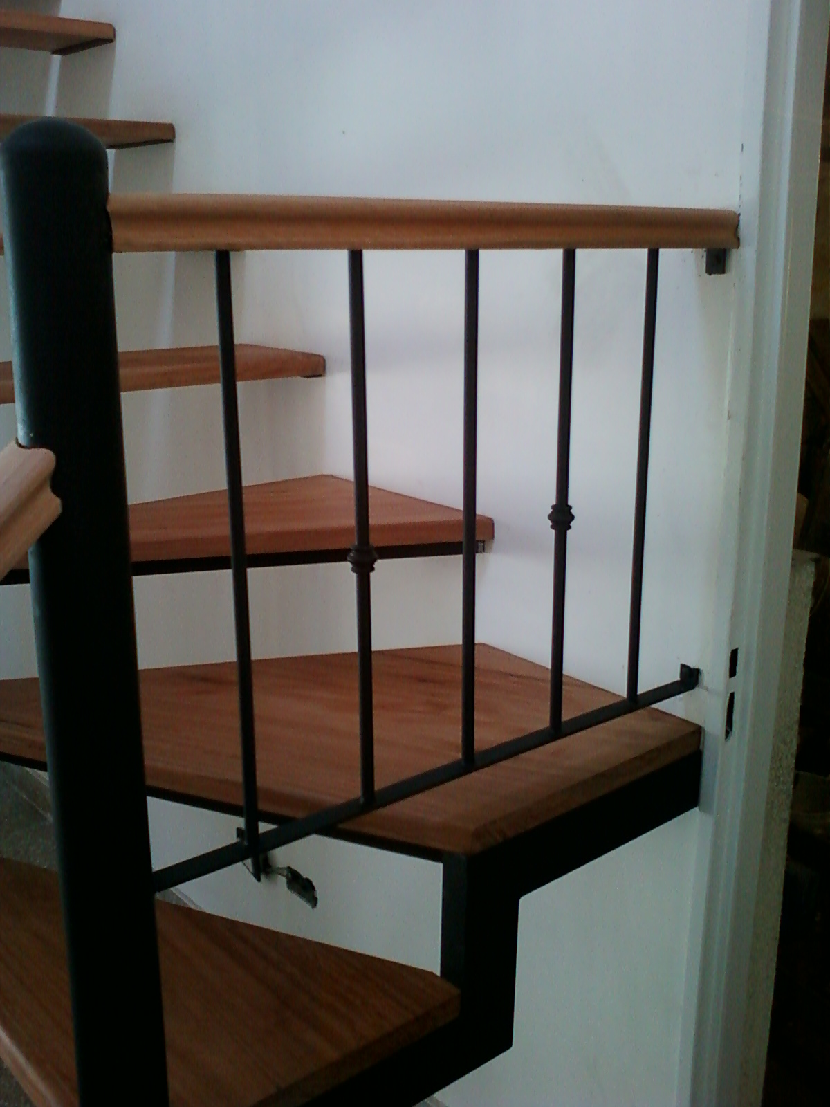 Rodr guez e hijo herrer a y carpinter a de obra - Barandas para escaleras de hierro ...
