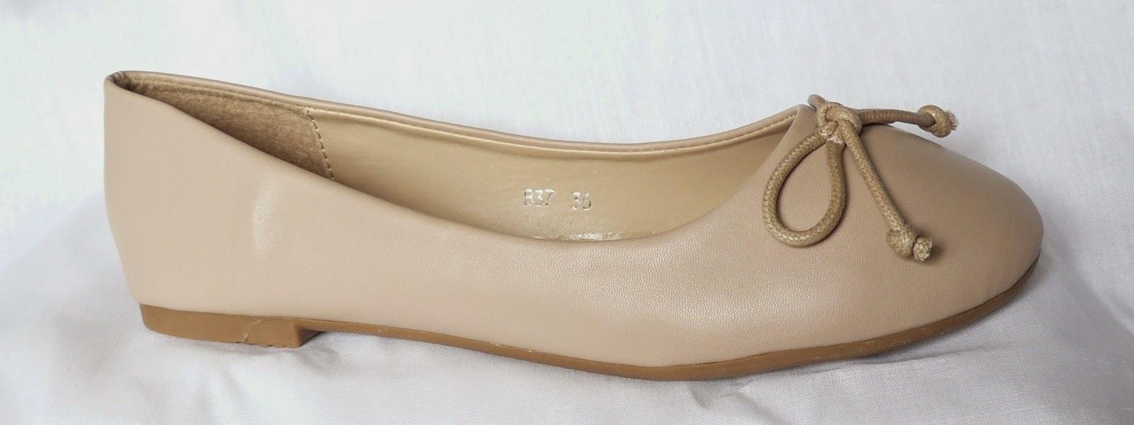 http://www.ebay.fr/itm/ballerines-beiges-noeud-ballerine-interieur-cuir-petit-prix-beige-superbes-/300896529325?ssPageName=STRK:MESE:IT