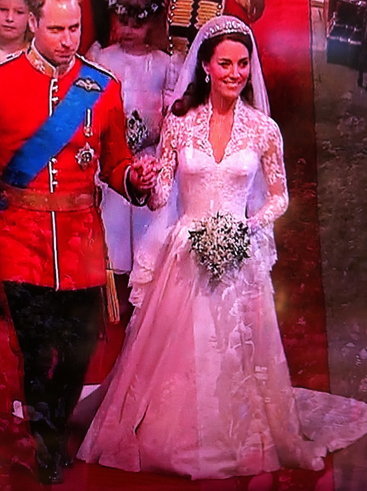 Kate Middleton\'s Wedding Dress Designed By Sara Burton with 9 Foot ...