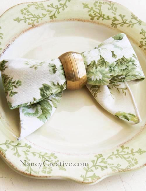 Napkin Bow Fold by Nancy Creative
