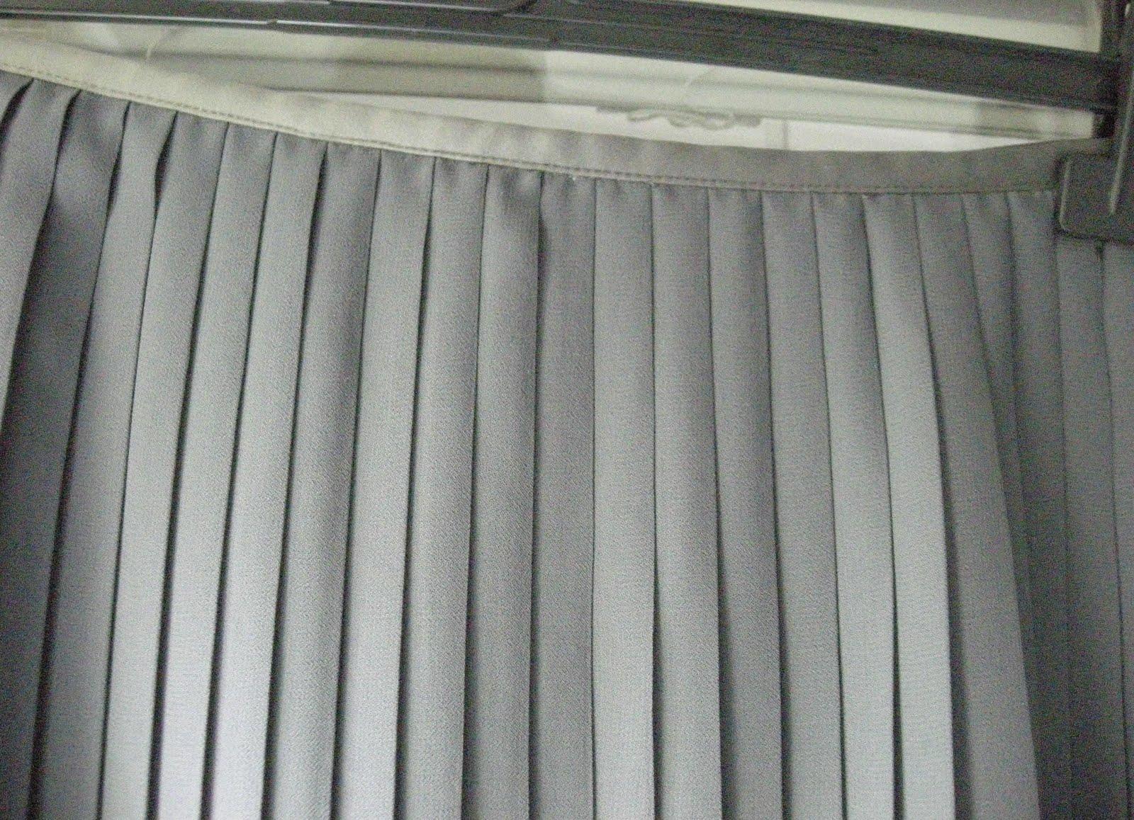 vetement pas cher vide dressing de Flora : LES PETITES - Jupe plissée grise - T40 - NEUVE