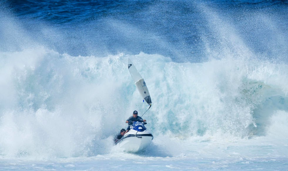 31 Billabong Pipe Masters Ski Rescue Foto ASP