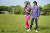 Nuvvena Adi Nivvena Movie Stills-thumbnail-8