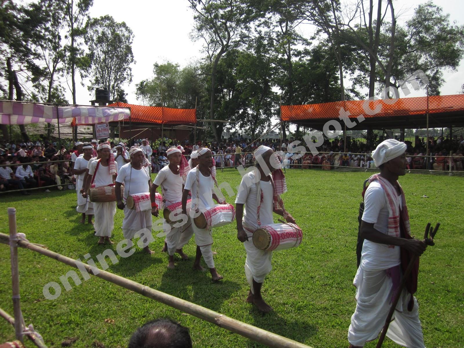 rongali bihu essay The bihu is the national festival of assam bihu is celebratd three times in a year in assam celebrates three types of bihu name as, rongaali bihu, kati bihu and.
