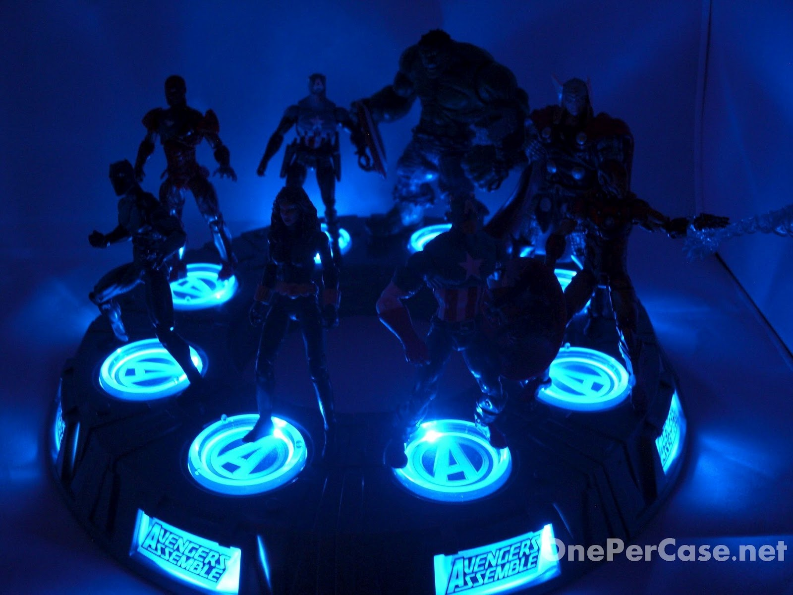 Avengers Wall Lights Toys R Us : One Per Case: Marvel Universe Avengers Light-Up Base Wave 2 - Captain America (Rogers)
