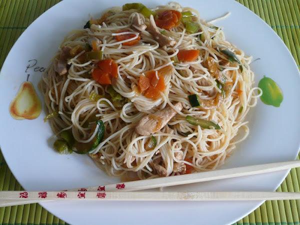 Arroz tres delicias cocinar en casa es for Cocinar fideos de arroz
