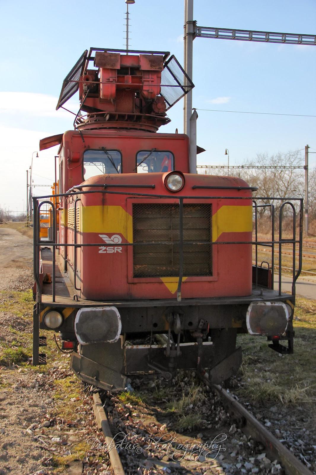 Odstavená šibovací lokomotiva na nádraží v Holíči