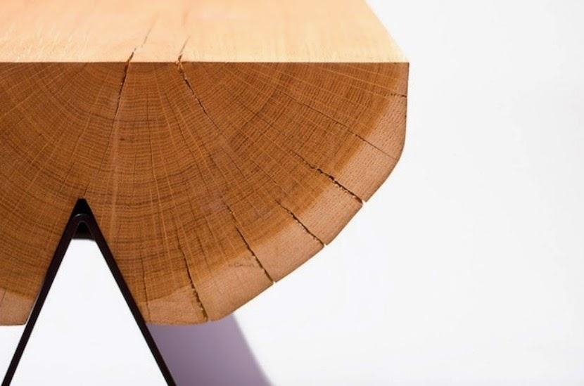 Original diseño para un taburete de madera de roble y metal
