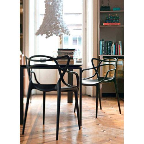 vision d co by sofia chez kartell la chaise masters de starck. Black Bedroom Furniture Sets. Home Design Ideas