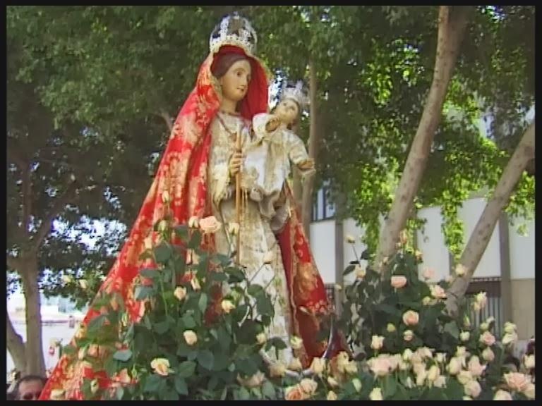 procession in honor of the Virgen del Rosario