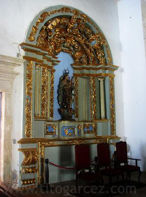 Um dos altar da Igreja do Convento do Carmo, em São Cristóvão - Sergipe - Por Tito Garcez
