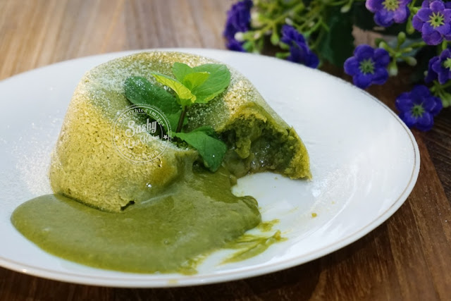 Green Tea (Matcha) Molten Lava Cake I www. sashylittlekitchen.com