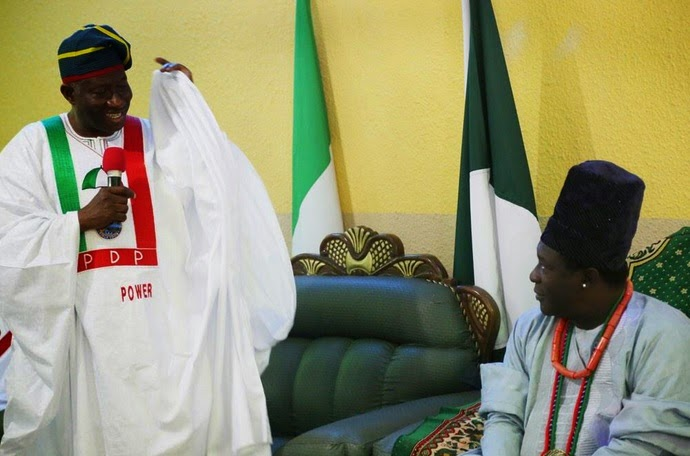President Jonathan with the Atta of Igala in Lokoja