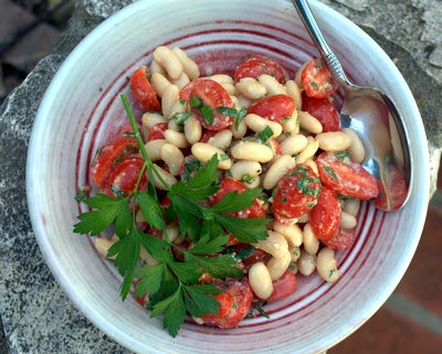 Cherry Tomato & White Bean Salad ♥ A summery salad, adaptable as you like. #AVeggieVenture #WW2 #Vegetarian