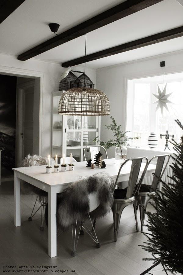 lasera bordsskiva vit, måla om möbler, måla köksbordet, vit bordsskiva, jul, julen 2014, advent, inredning, matsal