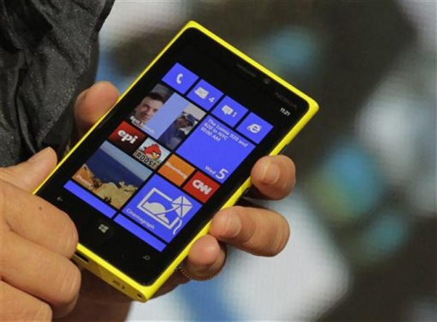 Not providing sufficient apps and their updates by Microsoft for Windows Phone