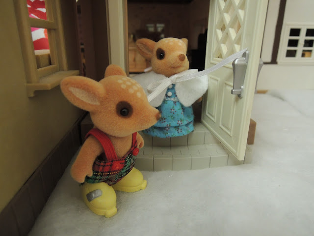 Sylvanian Families Willow Hall Moss Reindeer brother sister snow winter christmas