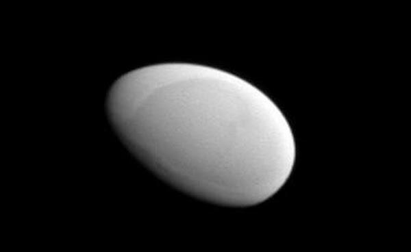 Methone, Satelit Alami Saturnus yang Berbentuk Telur