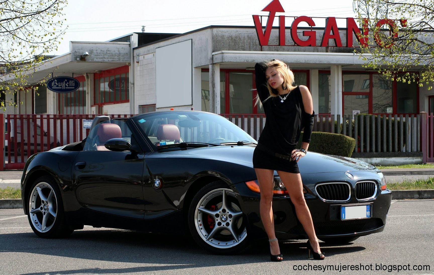 coches y mujeres resoluci n hd bmw z4 and girls. Black Bedroom Furniture Sets. Home Design Ideas