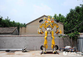 A-Welder-Dedicates-Whole-Year-to-Making-Astonishingly-Giant-Transformer-for-His-Son-4