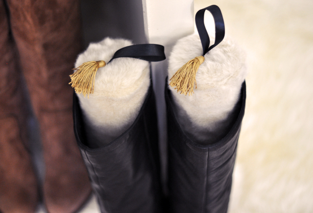 diy boot stuffers from water bottles, faux fur boot stays