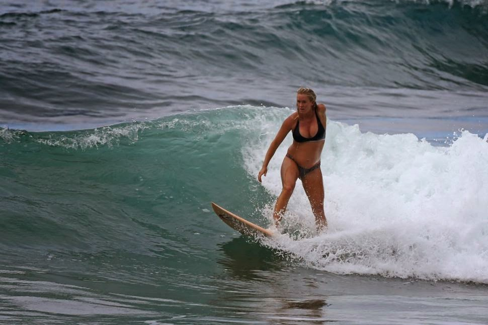 http://www.nydailynews.com/entertainment/gossip/surfer-bethany-hamilton-catches-waves-6-months-pregnancy-article-1.2149031