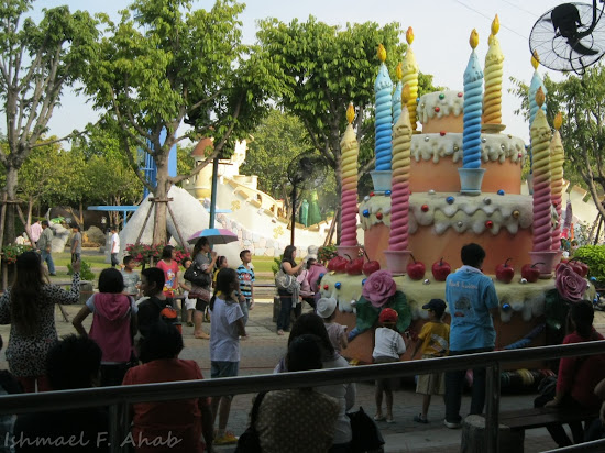 Cake on parade at the streets of Dreamworld Bangkok