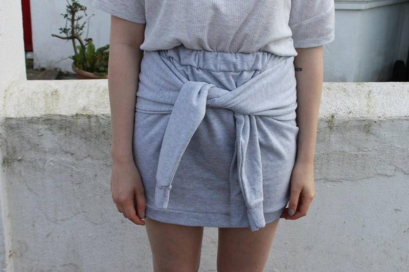 outfit, outfits, fashion, fashion blogger, blogger, all grey, wrap skirt, trend, sandals, h&m, primark