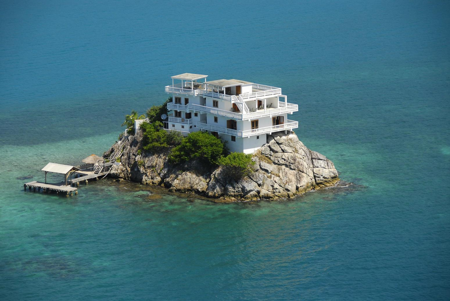Luxury villa hotel at dunbar rock central america for Most amazing houses