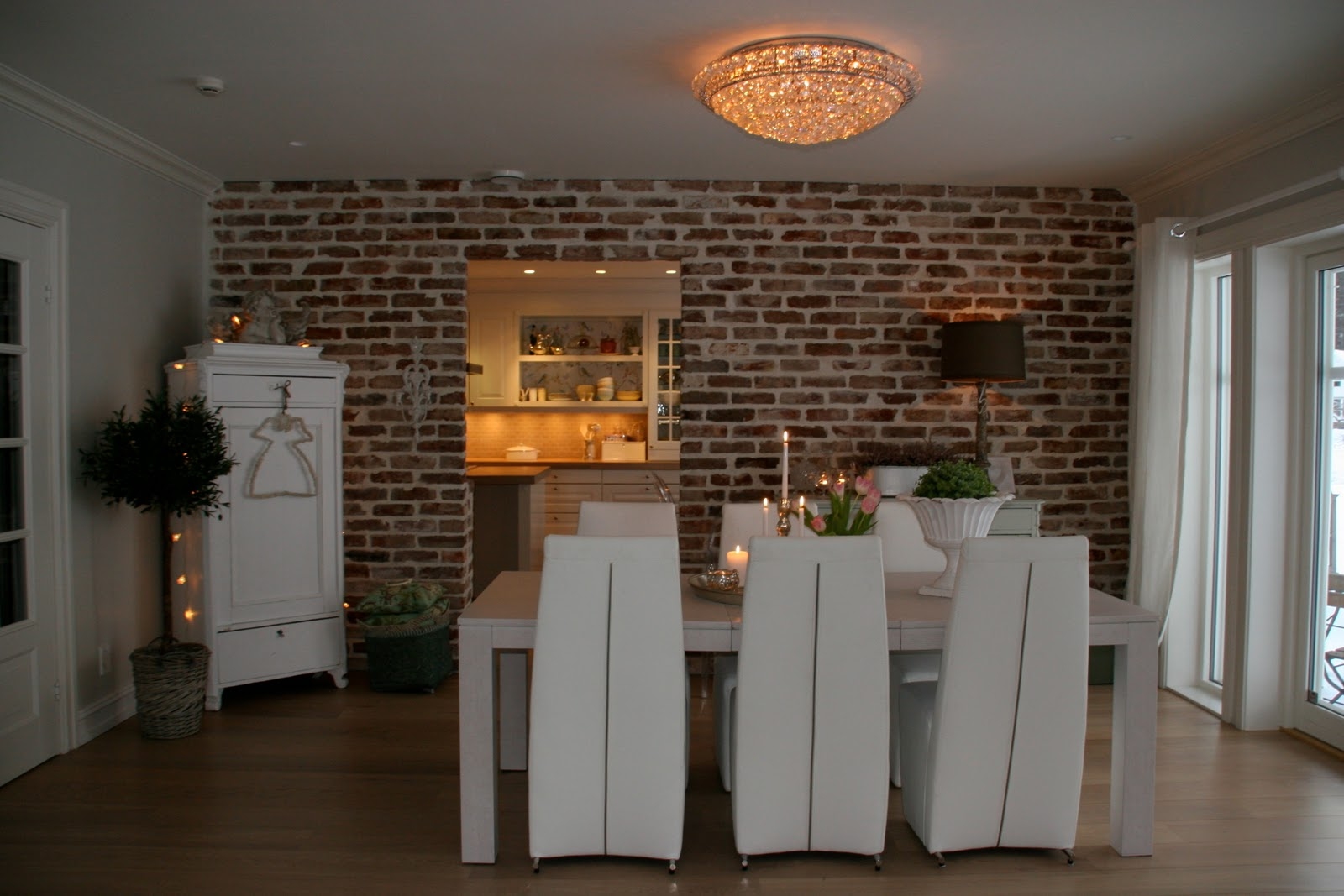 Pavimenti In Legno Muri In Mattoni Rossi Mobili Dipinti Qualche  #AA6B21 1600 1067 Cucine Stile Norvegese