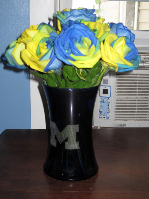 FTD College Roses Michigan Wolverines