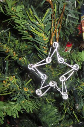 Estrella decorativa. Reciclaje pinzas de la ropa
