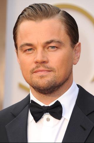 Leonardo Di Caprio tiene la marca de la bestia Dragón rojo.