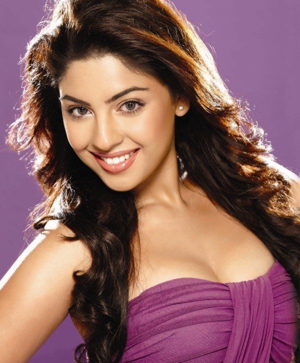 hot-bollywood-actress-purple top