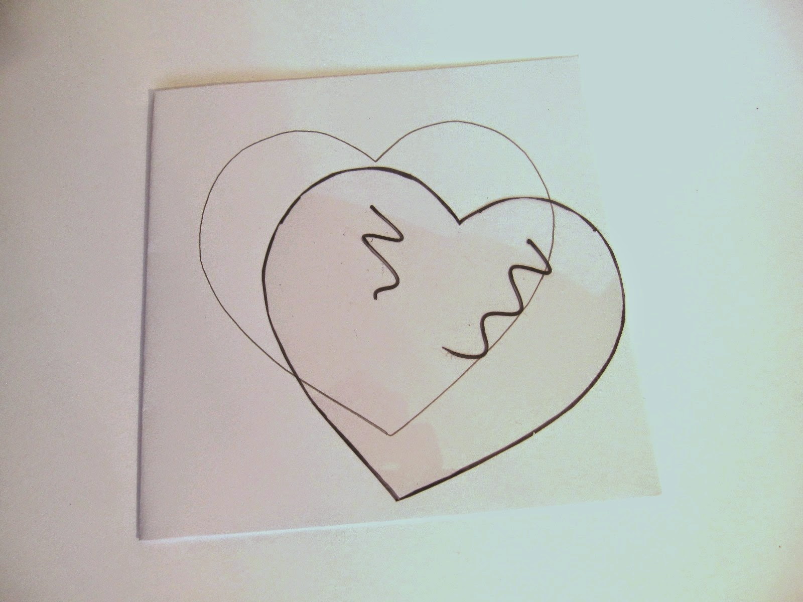 tarjeta de felicitación blanca con corazón y plantilla acetato de un corazón