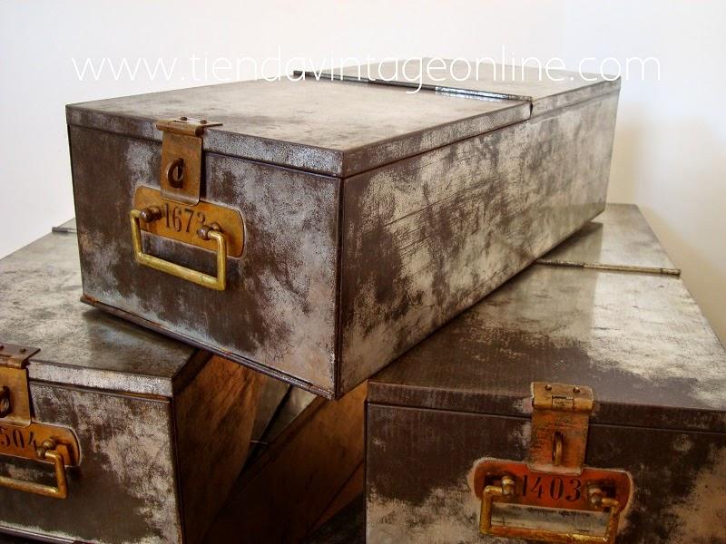 Cajones metálicos. cajas de metal vintage para decoración