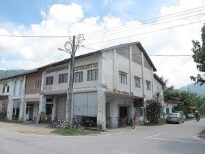Place for pau: The Cheong Fong coffee shop in Kalumpang.