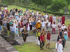 Discipulos de Lama Gangchen em peregrinação em Borobudur - Indonésia