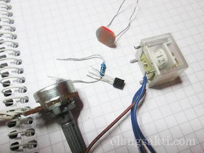 Komponen Rangkaian Sensor Cahaya LDR untuk Lampu Otomatis