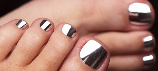 Give Your Nails A Sleek Metallic Stainless Steel Mirror Effect To Get The Look Try Cala Smashing Hip Silver 88201