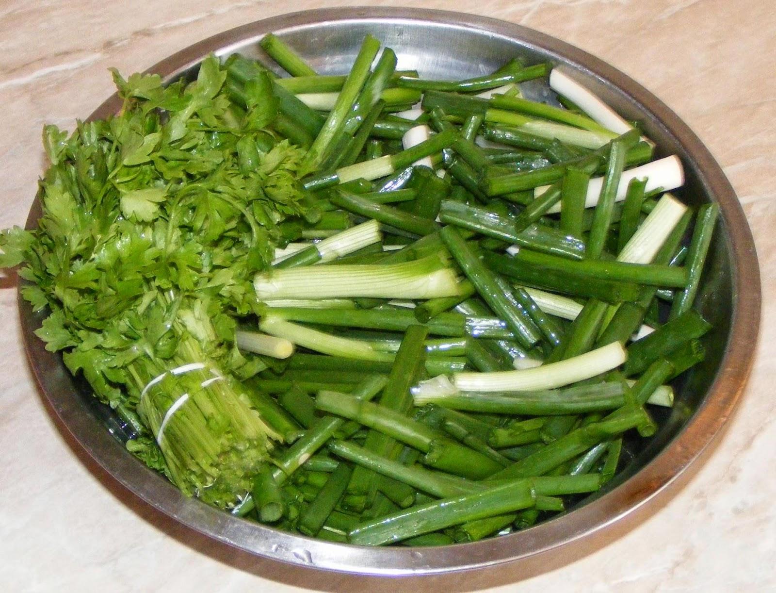 ceapa verde, usturoi verde, patrunjel verde, verdeata pentru stufat, retete cu ceapa verde, retete cu usturoi verde, cum se prepara stufatul, cum se face stufat, retete si preparate culinare,