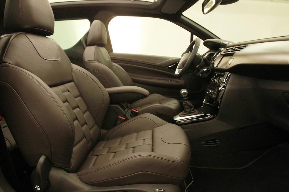 Citro%C3%ABn+DS3+Cabrio+L%27Uomo+Vogue+3.jpg