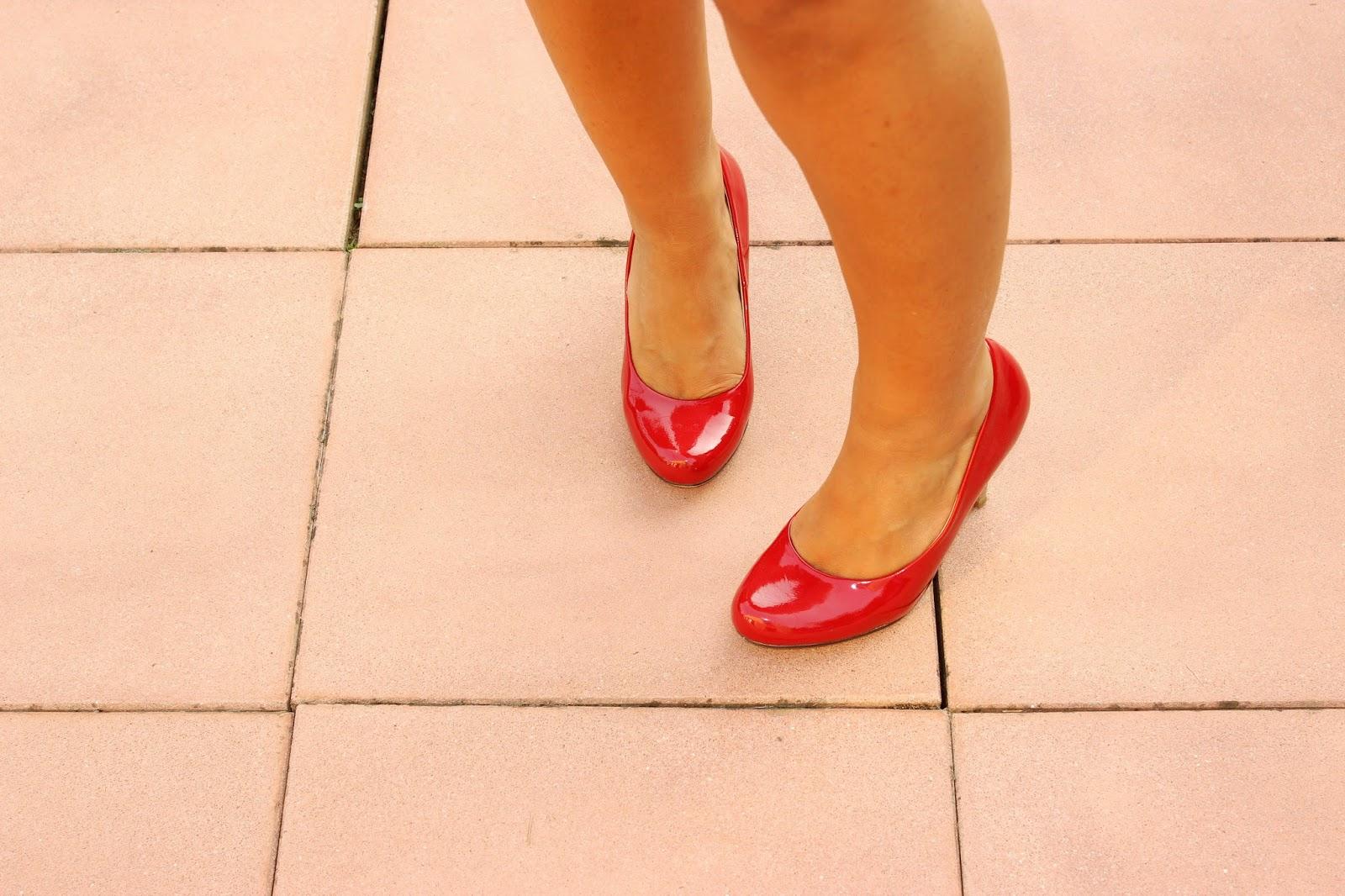 robe Naf Naf chaussures Rouges