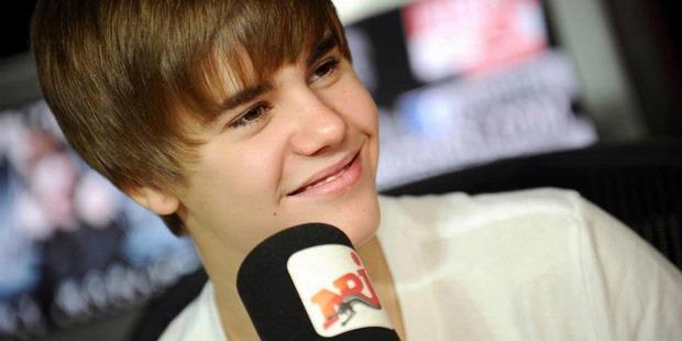 desktop wallpaper PHOTOS: Justin Bieber Has The Most Colorful Kicks stock photo