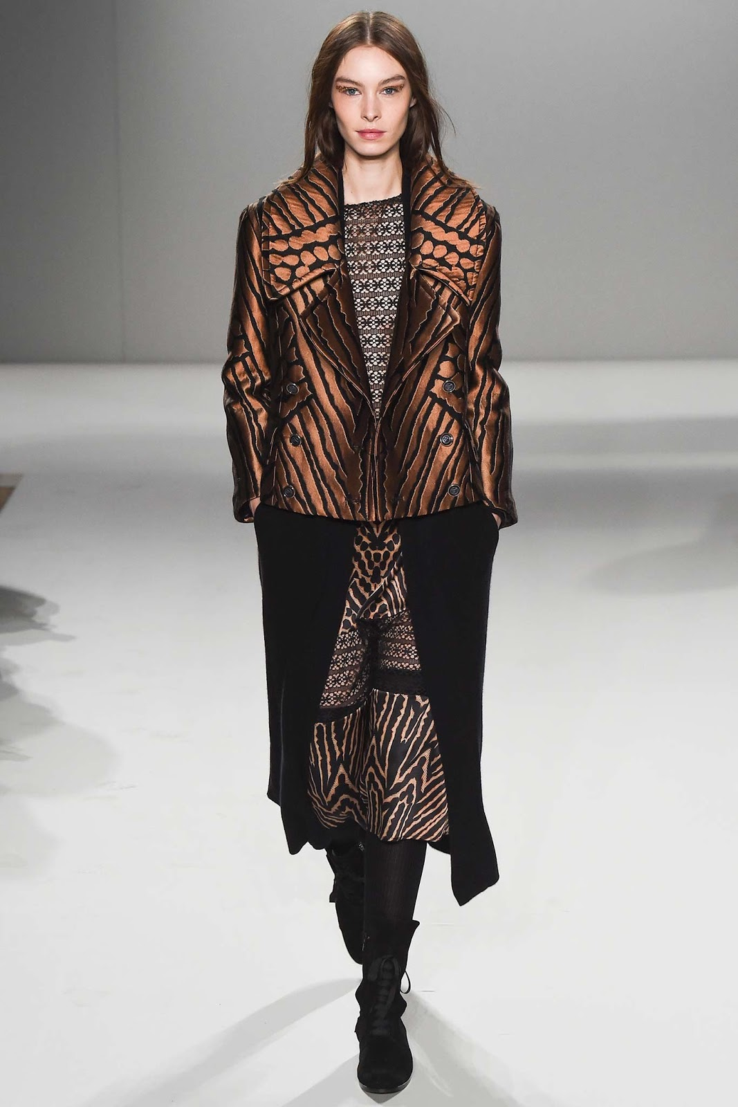 Brocade trend on AW 2015 runway at Temperley London / via www.fashionedbylove.co.uk