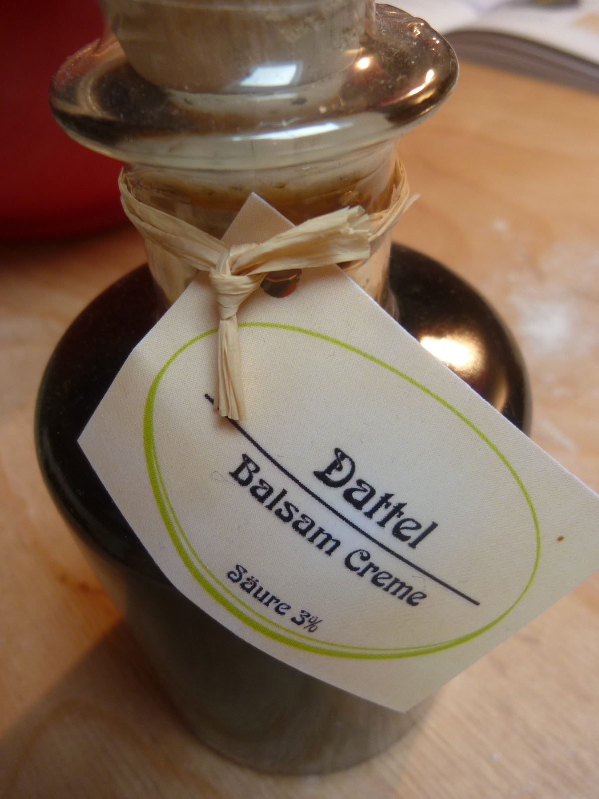 Cinnamon Macarons With Date Balsamic Vinegar Mascarpone