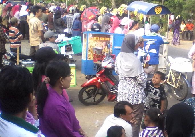 Keramaian para pengunjung Karnaval