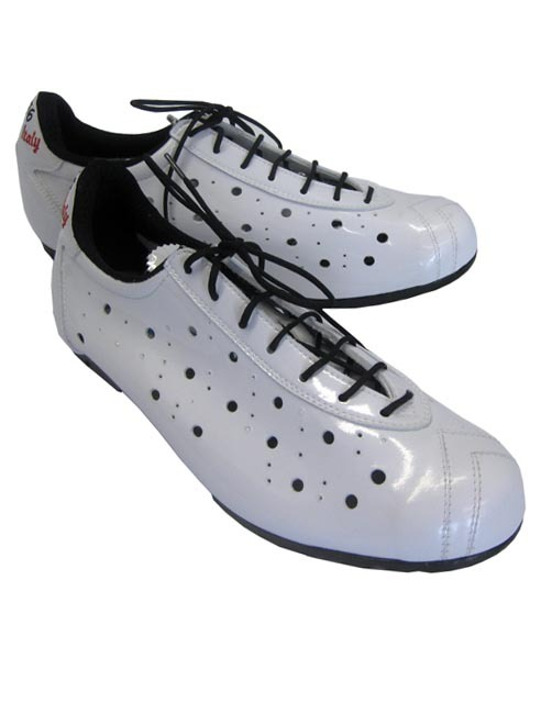 Classic Cycling Shoes http://us-modernman.blogspot.com/2011/10/vittoria-1976-vintage-style-shoe-great.html