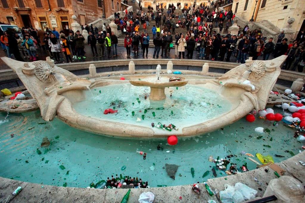 Róma, huliganizmus, Olaszország, Bárka-szökőkút, focihuligánok, Feyenoord,